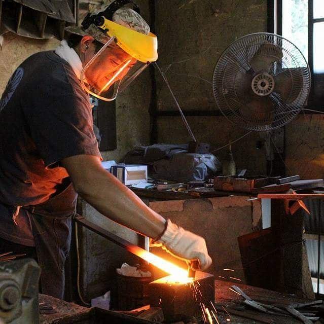 未来の匠Hyogoの刃は、日本でも数少ない鍛造式で作成しています。