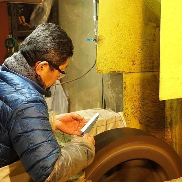 兵庫発、世界にたったひとつだけのこどもに贈る包丁未来の匠Hyogo の刃はすべて1本1本、三木の包丁職人が作成しています。