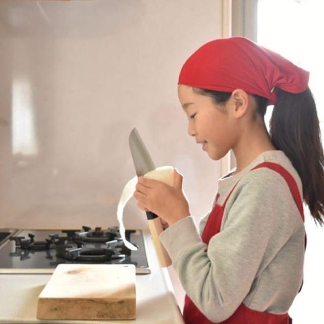 クリスマスプレゼントに本格こども包丁「未来の匠」いかがですか?子どもたちが開発したので、切れる!使いやすい!大人まで使える!包丁です。
