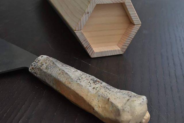 柄が焼き物の本鍛造の包丁「未来の匠Hyogo」柄の紹介「華山」1本1本が丹波焼作家が手作りでのぼり窯で焼いているため、未来の匠Hyogoは包丁という名のアートです。
